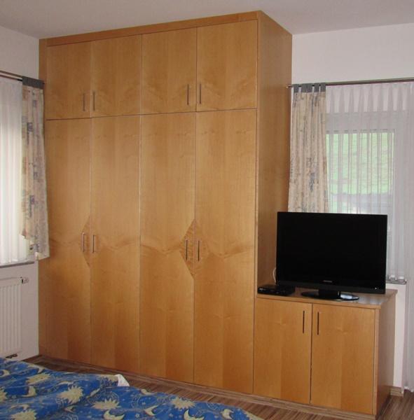 http://www.schreinerei-gailbach.de/media/Schlafzimmer/Schlafzimmer_999.JPG